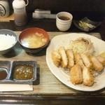 41551521 - 「上ロース定食」(1150円込み)に「特製海老かつ」(350円込み)セット。(2015年9月)