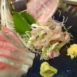 魚河岸料理 丸金酒場 - かんぱち刺  ¥480     あじのたたき  ¥480