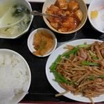 中華の台所 香港屋 - ニンニクの芽と豚肉炒め