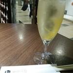 41558147 - レモンスパークリングワイン