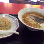 中華 新香苑 - 料理写真:ラーメン チャーハンセット 700円