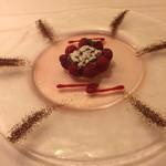 41560436 - デザート ガトー・フランボワーズ 薔薇のジュレにのせて