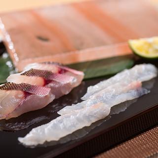 岩塩板で食べる「沖縄県産白身魚」が絶品。