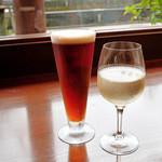 gubigabu - グラスワイン白とカニビール