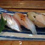 鮨 笹元 - 縞鯵、えぼ鯛、鮑の握り