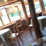 カフェ・暖炉 - 窓際のお席