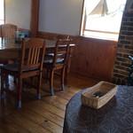 カフェ・暖炉 - テーブル
