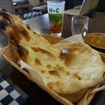 インド料理 ビシュヌ - プレーンナン