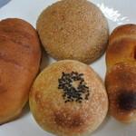 マミンカ - 紅茶メロンパン@200、粒あんパン@200、バターブレッド@150、ソーセージパン@190