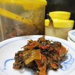 島系本店 - 卓上の辛子高菜。