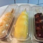 花だんご信濃や - だんご(キャラメル、パイナップル、チョコレート)各110円