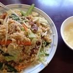 41580728 - 角煮野菜炒飯。普通の炒飯より味濃いめ脂多め。こちらの方が好み。