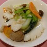 ヤムチャ - 烏賊と野菜の塩餡かけ炒めを取り分けて