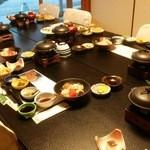 希望荘 - 料理写真:食事処 ふすまで個室仕様