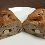 ANAクラウンプラザホテル大阪 DELICA SHOP - チェリー&チーズの胡桃パン