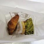 41582826 - パンを袋にごっちゃり詰めるのはやめて(;w;) せめてビニル袋に入れてください。