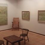 カフェ グローブ - 亀田の森の絵が10点ほど展示