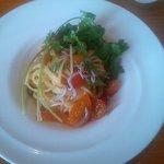 41586809 - トマトとシラスの冷製スパゲッティーニ パクチー風味