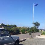 41587471 - 青い空に青い旗がたなびく〜いいわ〜♡