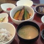 キャトルセゾン 旬 - 野菜づくし御膳 ¥1380(税抜き)