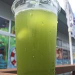 41591481 - お茶で作った氷入り緑茶(¥150)
