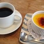 ジジコーヒー - ケニアのデミタスとかぼちゃのブリュレ!しっとりなめらかなブリュレと深い苦みのケニア マリアージュですღ˘◡˘ற