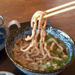 びびんや - 麺は「かまぼこ」。歯応えが良く、しっかりした味わい。これだけで酒の肴になりそう