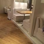 24/7 café apartment - 白と木の内装