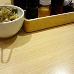 希須林 担々麺屋 - 卓上