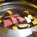 すきやきしゃぶしゃぶ 神戸牛石田 - ロースターも無煙なんで・・