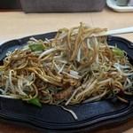 想夫恋 飯塚店 - カリカリ焦げた焼きそばを頂きます。
