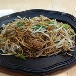 想夫恋 飯塚店 - 焼きそばの麺がパリパリと焦げてるのです。