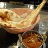 カシミール - 料理写真:ベンガルトマト、プレーンナン