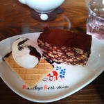41609587 - 訪問① 本日のケーキ ビスケットの入ったチョコレートケーキUP♪