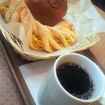 4161608 - コーヒー。コーンパン。下井草あんぱん。