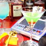 Bamaribu - 生ビール¥500の他、カクテルはすべて¥600。フードも充実しているカラオケバー♪