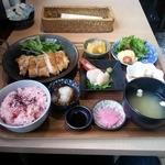 中島珈琲 美幌茶房 - 料理写真:お刺身と鶏のおろしポン酢