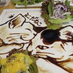 cica - エッグ・ベネディクト(エビ・アボカド)+バルサミコ・ソースのえこだねこ&ママ2
