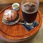 ばん茶茶屋 - アイスコーヒーとシュークリーム