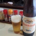 熊ぼっこ - 大瓶ビール+卓上の調味料