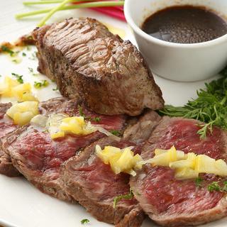 こだわりの肉料理のお楽しみください!