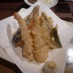 大漁一八 - 天ぷら盛り合わせ ハーフ550円