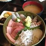 丼兵衛 - 5色丼(中トロ、平目、釜シラス、アジ、真鯛)