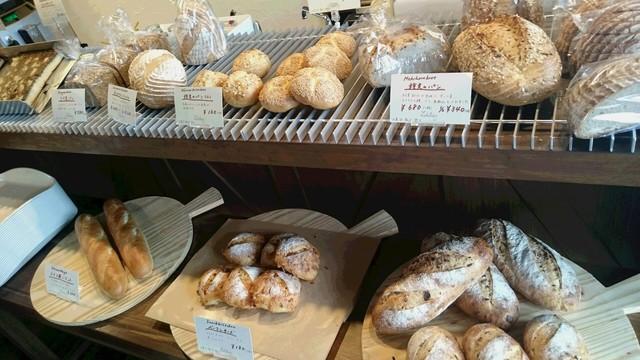 ドイツパンとワインの店 リープリング - 店内には美味しそうなドイツパンがたくさん♪
