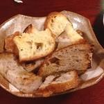 ロカンタ ナベ - ペースト用のパン