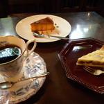 里庵 - 料理写真:コーヒーとケーキ