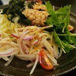 和風ダイニング MINORI  - 旬菜サラダの「にぎわいサラダ580円」