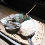 かんてきや - 新鮮な魚介を焼きますよ〜♪