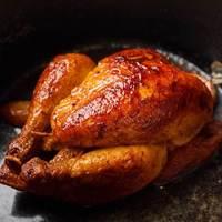 ブラッスリー・ヴィロン - トウモロコシをたくさん食べた風味の強いフランス産雛鳥1羽のロースト