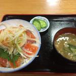 ふれあいステーション龍泉閣 - 信州サーモン丼